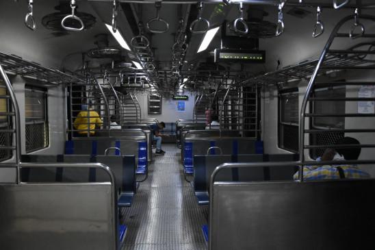 मुंबई में फिर से शुरू की गई लोकल ट्रेन सेवाएं