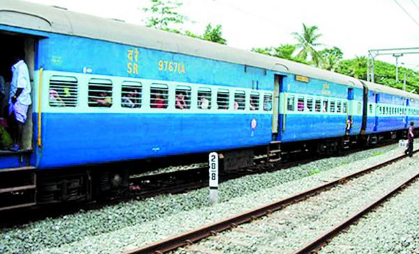 महाराष्ट्र : ट्रेन से एक से दूसरे शहर जाने की परमिशन नहीं