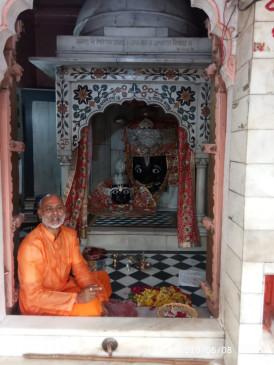 मैहर शारदादेवी मंदिर चित्रकूट के मठ-मंदिर श्रद्धालुओं के लिए खोले गए - थर्मल स्क्रीनिंग के बाद दी गई दर्शन की अनुमति