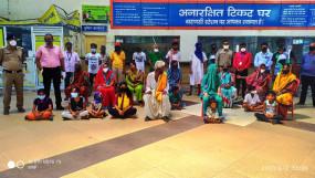 मनमाड में फंसे महाराष्ट्र के प्रवासी मजदूरों को रेलवे अधिकारी ने अपने खर्चें पर पहुंचाया मराठवाड़ा