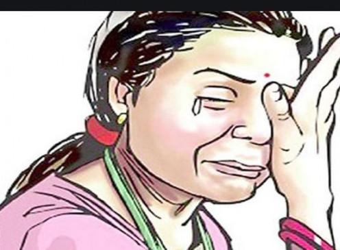 मारपीट करते हुए महिला से दुराचार -सीसीटीव्ही कैमरा लगवाने की थी बात