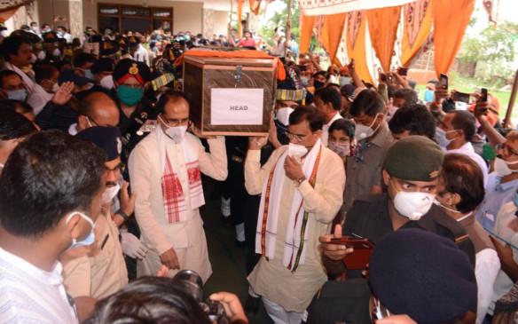 मप्र : शहीद के परिवार को एक करोड़ और पत्नी को नौकरी देगी शिवराज सरकार