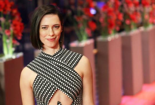 रेबेका हॉल: मेरे सार्वजनिक व्यक्तित्व से अलग है मेरा पारिवारिक जीवन
