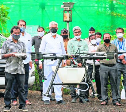 नागपुर:टिड्डी दल को रोकने ड्रोन से होगा कीटनाशक का छिड़काव