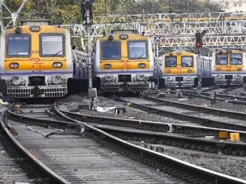 बगैर लोकल ट्रेन पटरी पर लौट नहीं सकेगी मुंबई, रोजाना 80 लाख लोग करते हैं सफर