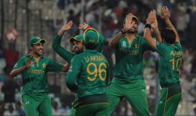 क्रिकेट: टेस्ट और टी 20 सीरीज के लिए इंग्लैंड पहुंची पाकिस्तान टीम