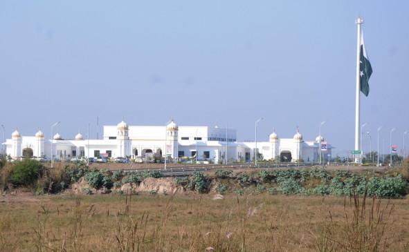 पाकिस्तान सोमवार को करतारपुर गलियारा खोल देगा