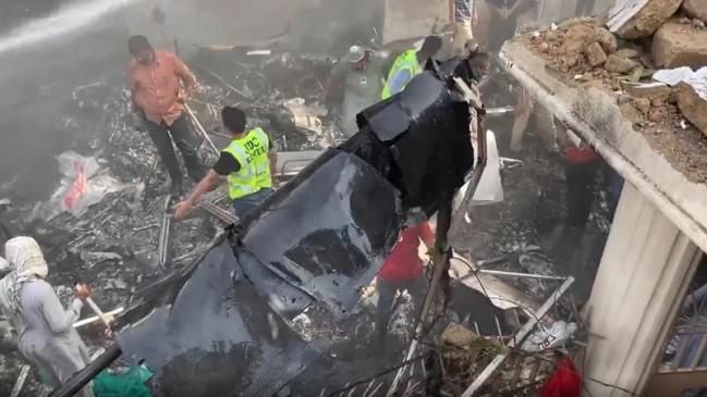 पीआईए के दुर्घटनाग्रस्त विमान के मलबे को हटाने का काम बहाल