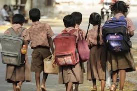 आदिवासी बच्चों को अंग्रेजी स्कूल में पढ़ाने की योजना टली
