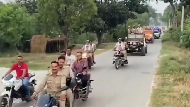 उप्र में पुलिस सहकर्मियों ने दी थी शाही विदाई, एसएचओ निलंबित