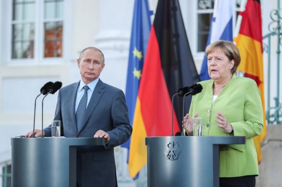 पुतिन और मर्केल ने लीबिया और यूक्रेन के मामलों को लेकर फोन पर की चर्चा