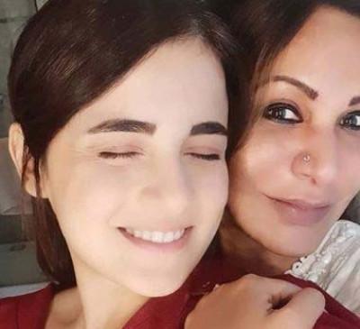14 दिन के वनवास बाद मां से मिलीं राधिका मदान
