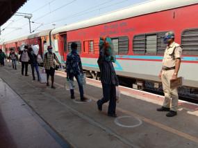रेल सेवाएं आंशिक रूप से फिर से शुरू
