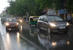 दिल्ली-एनसीआर में बारिश, गर्मी से मिली राहत