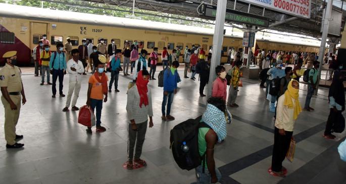 जनसमूह की वापसी-1 : हैदराबाद की कंपनियां श्रमिकों की वापसी को लेकर प्रयत्नशील