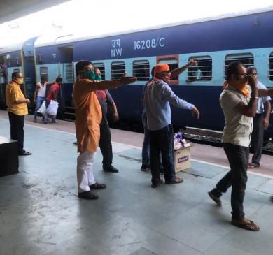 फफूँद लगे भोजन की जाँच रिपोर्ट पेश करे आरपीएफ - रेलवे कोर्ट ने शिकायत पर लिया संज्ञान