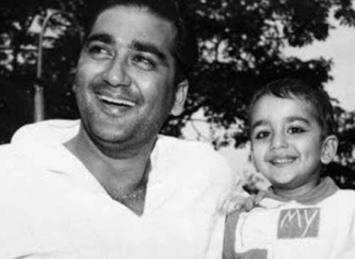 सुनील दत्त की 91वीं जयंती पर संजय ने साझा की बचपन की तस्वीर