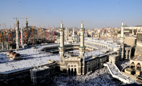 कोरोना: सऊदी अरब ने फिर से खोलीं 90 हजार मस्जिदें, मक्का अब भी बंद
