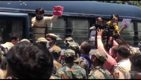 चीनी दूतावास के बाहर विरोध जताते कई पूर्व सैन्य अधिकारी हिरासत में लिए गए