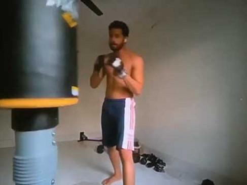सिद्धान्त चतुर्वेदी ने मुक्केबाजी करते वीडियो साझा किया