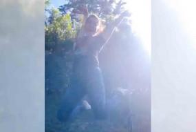 सनी लियोन ने ट्रैम्पोलिन पर कूदते हुए वीडियो साझा किया