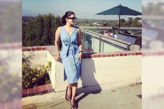 सनी लियोन कैलीफोर्निया में खिलखिलाती धूप का आनंद लेती दिखीं