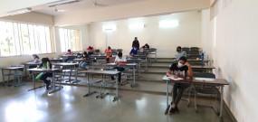स्कूली छात्रों के सिलेबस में की जा सकती है कटौती