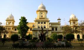 लखनऊ विवि के शिक्षक, विद्यार्थियों ने परीक्षा का विरोध किया, स्थगित करने की मांग