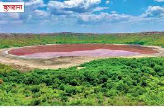 उल्कापिंड गिरने से बनी झील के पानी का रंग गुलाबी हुआ