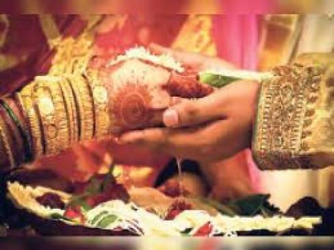 घर में विवाह करने वालों को किसी परमिशन की जरूरत नहीं