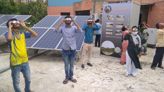 हजारों लोगों ने देखा लाइव सूर्यग्रहण