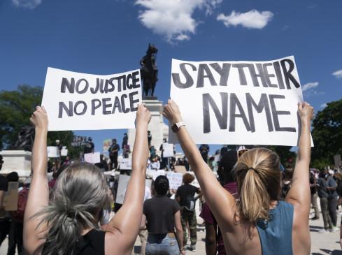 हजारों प्रदर्शनकारियों ने वाशिंगटन डी.सी. में निकाला मार्च