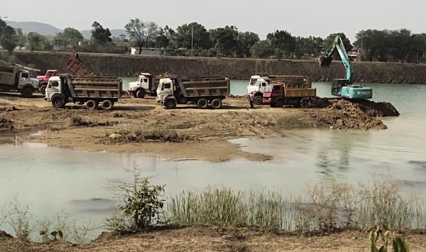 साथी हांथ बढ़ाना -लोगों ने हाथ बढ़ाया और बदल गई अनूपपुर के तालाब की तस्वीर