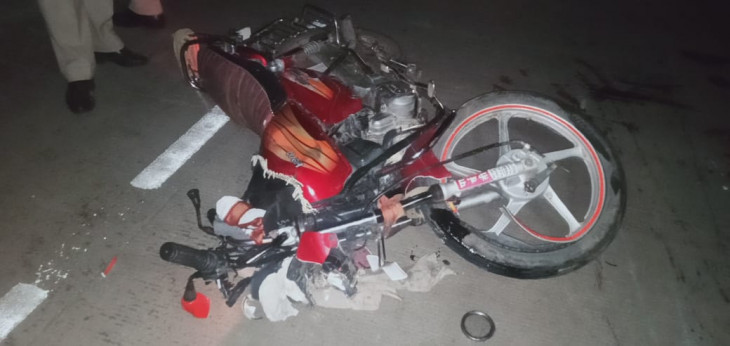 अज्ञात वाहन की टक्कर से 2 युवकों की दर्दनाक मौत, एक ही हालत गंभीर