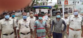 आरक्षक की हत्या के मामले में 10 हजार के इनामी 2 सगे भाई गिरफ्तार
