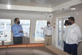 उद्धव ठाकरे चक्रवात प्रभावित रायगढ़ का जायजा लेने नाव से पहुंचे