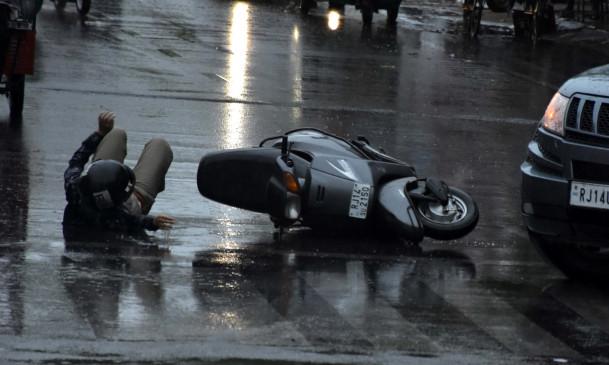 बिहार: समस्तीपुर में बेकाबू ट्रक ने सड़क किनारे खड़े 8 लोगों को रौंदा, तीन की मौत