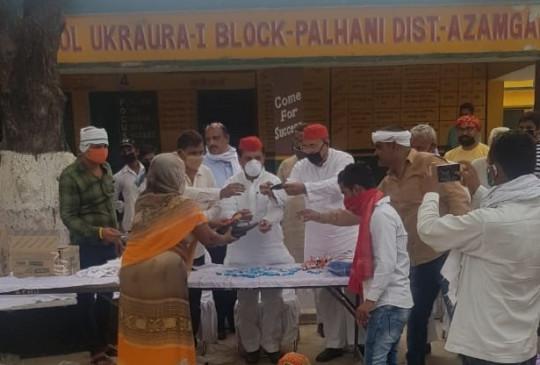 उप्र : आजमगढ़ में प्रवासियों के बीच डटी अखिलेश की टीम