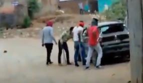 क्राइम: VHP नेता की दिनदहाड़े हत्या, 15 मिनट तक लाठियां बरसाते रहे बदमाश, वीडियो वायरल