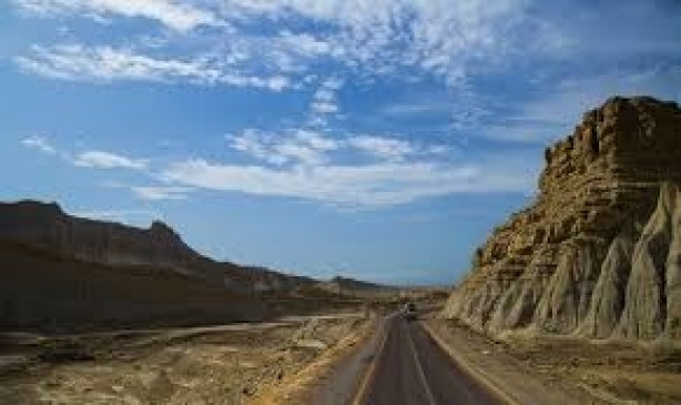 बलूचिस्तान में हिंसक प्रदर्शन, पत्थरबाजी के बीच सेना चौकी छोड़कर भागी