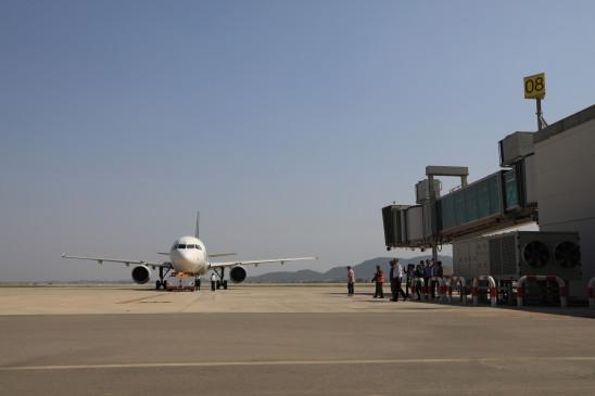 पेशावर हवाईअड्डे में आगंतुकों के प्रवेश प्रतिबंधित