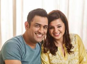 Watch Video: धोनी की पत्नी साक्षी ने कहा, क्रिकेट को लेकर माही हमेशा भावुक रहते हैं, यह उनका प्यार है