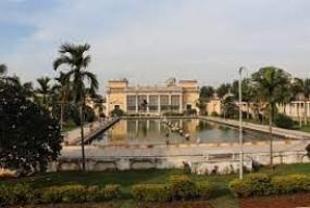 हैदराबाद के चौमहला पैलेस के घंटा घर की खिड़की ढही