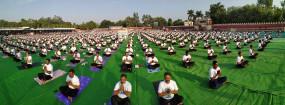 योग दिवस पर झांसी में सोशल मीडिया के सहारे चला योगाभ्यास