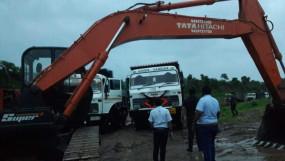 रेत का अवैध परिवहन करते 15 डंपर और एक पोकलेन जब्त - राजस्व, पुलिस और खनिज विभाग की संयुक्त कार्रवाई
