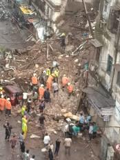 मुंबई में 2 इमारत ढही, 2 लोगों की मौत