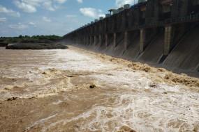 हतनूर बांध के 36 गेट खुले, नदी किनारे गांवों को किया अलर्ट
