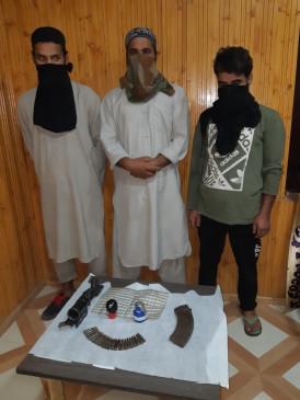 जम्मू-कश्मीर में आतंकवादियों के 4 सहयोगी गिरफ्तार