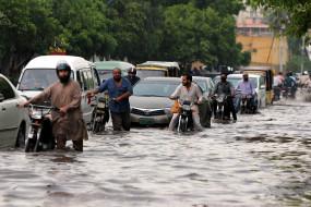 कराची में बारिश से 7 की मौत, कई घायल