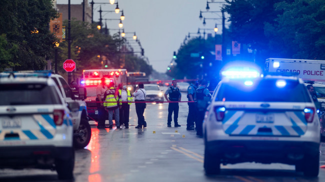 America More than a dozen people injured in Chicago shooting ...